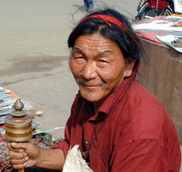 TIBETAN MAN with PRAYER WHEEL BODHGAYA INDIA