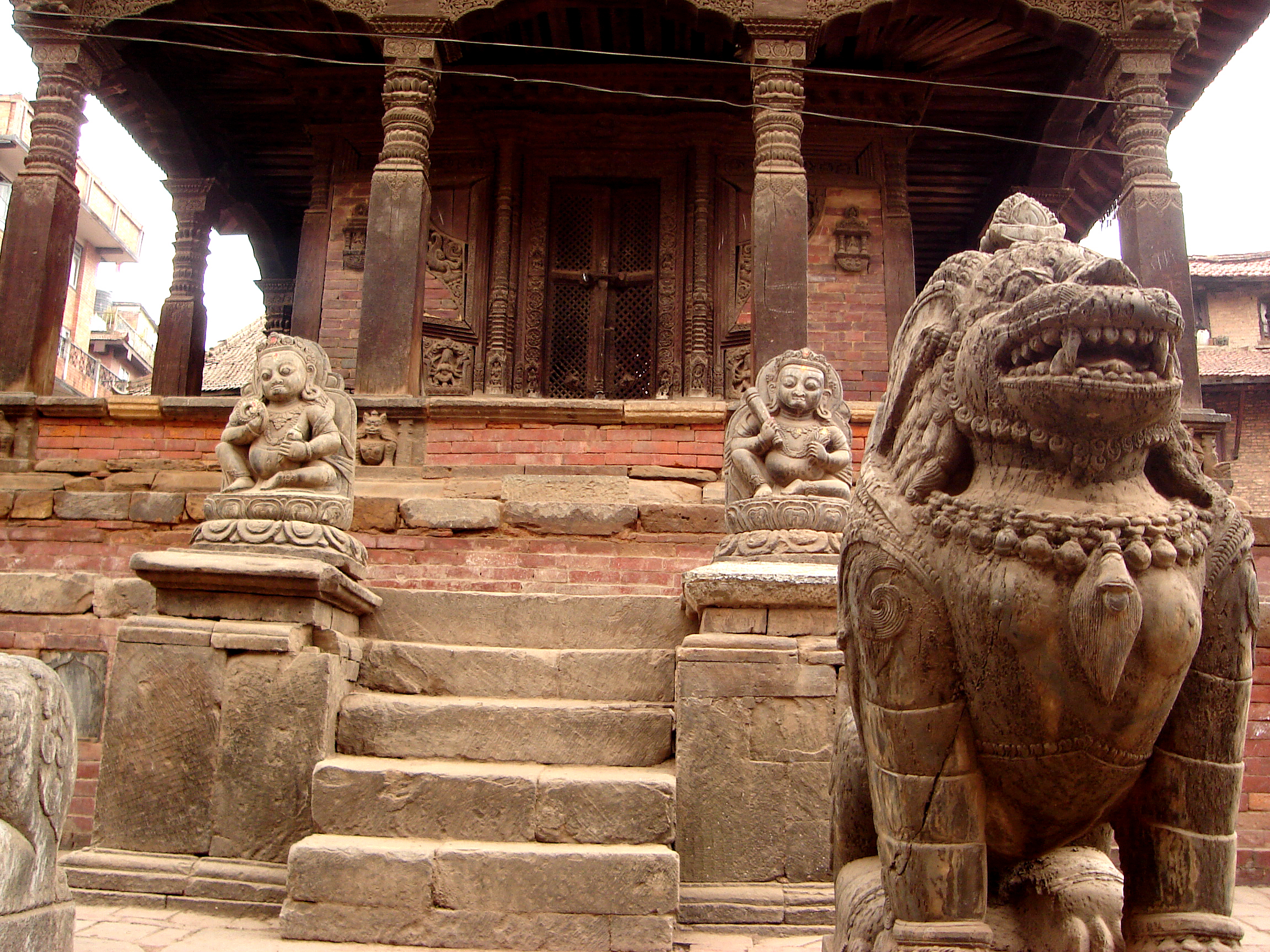 FEROCIOUS TEMPLE LION GUARDS ANCIENT KATHMANDU TEMPLE