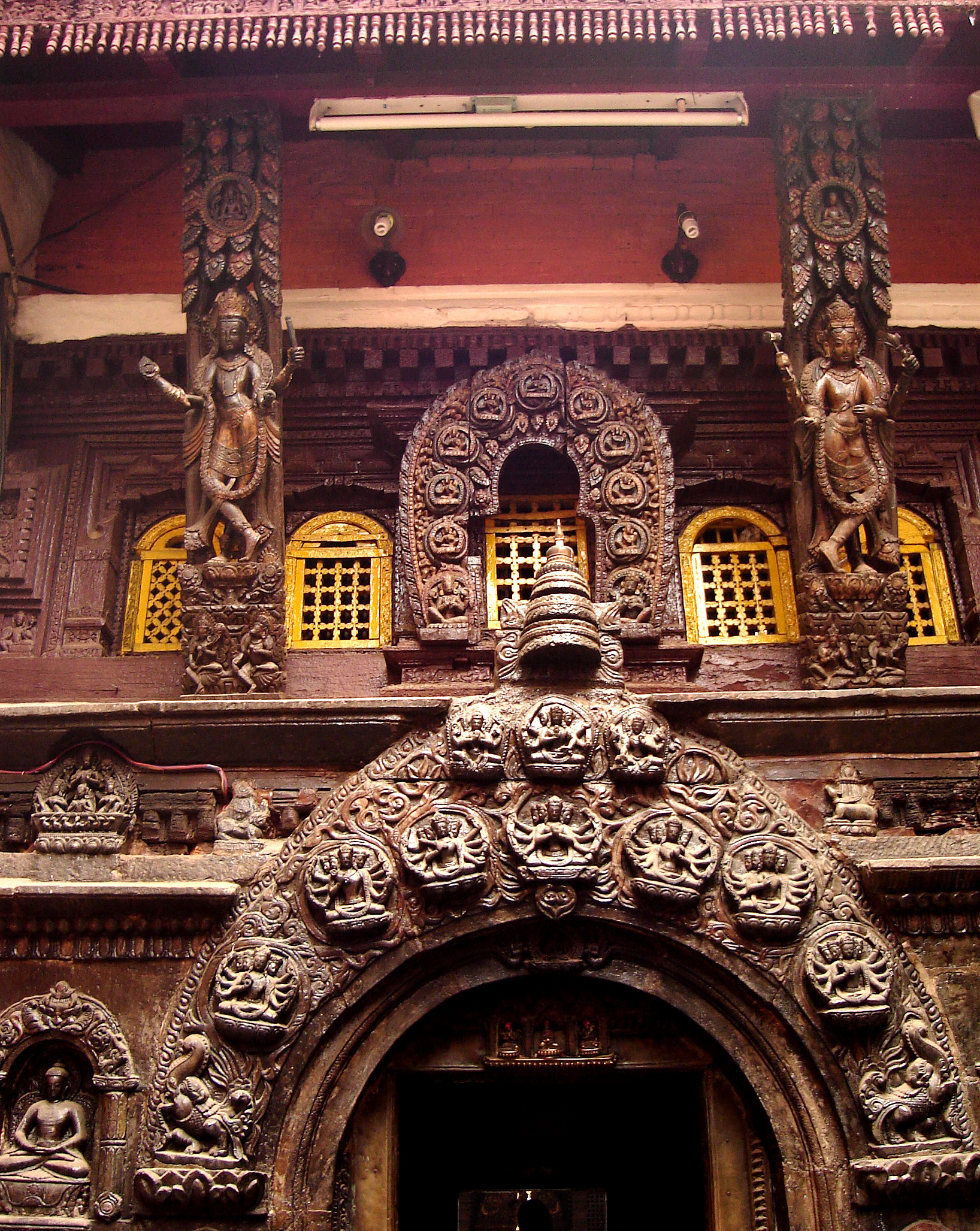 TEMPLE CARVINGS AT ENTRANCE TO PATAN GOLDEN TEMPLE